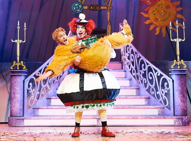 Beauty and The Beast Oxford Playhouse CREDIT Geraint Lewis