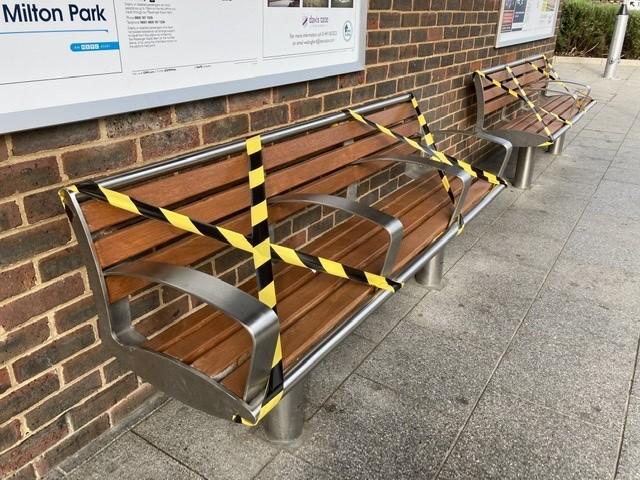 Seats at Didcot railway station